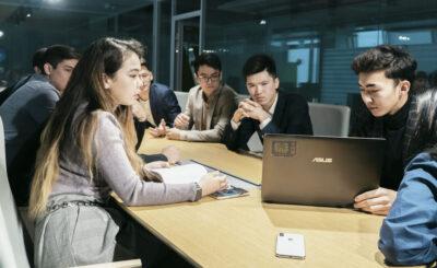 Astana IT University и Ozgeris powered by Halyk Fund объявляют набор стартаперов в бизнес-инкубатор.